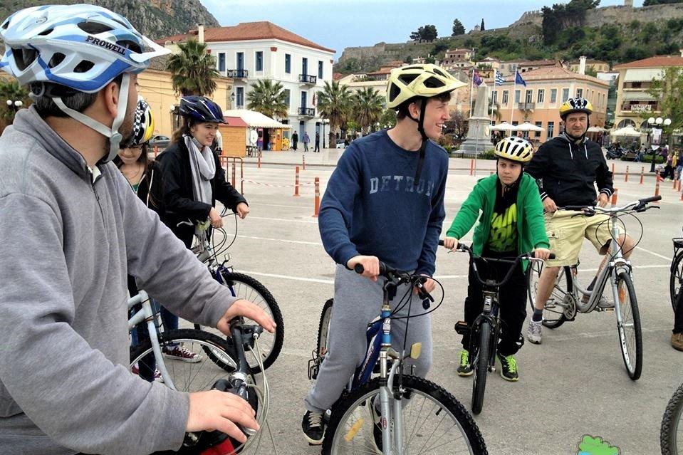 Family Cycling in Nafplio - Photo from MAMAKITA
