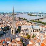 Bordeaux's location along the Garonne River