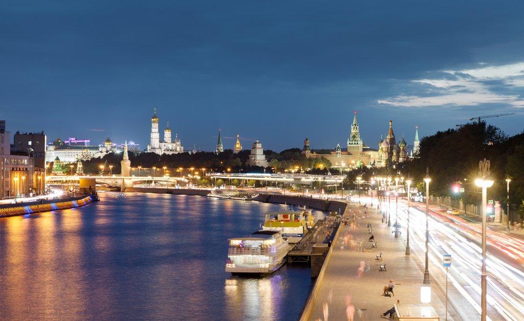 Moskva River at night