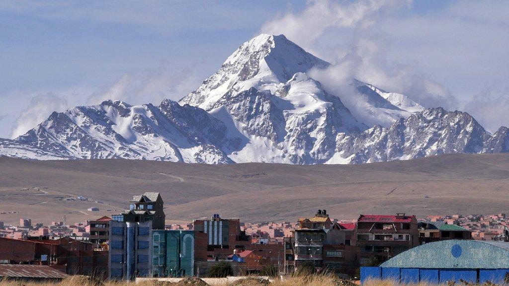 The snows of Huayna Potosí over the city of El Alto.