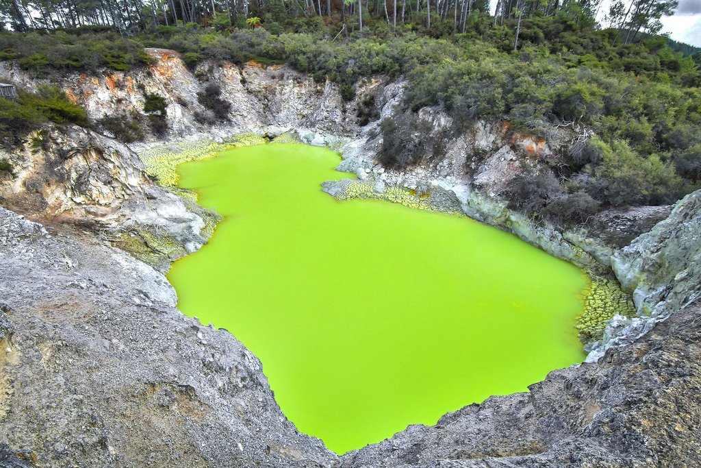 New Zealand - Wai-O-Tapu's Devil's Bath