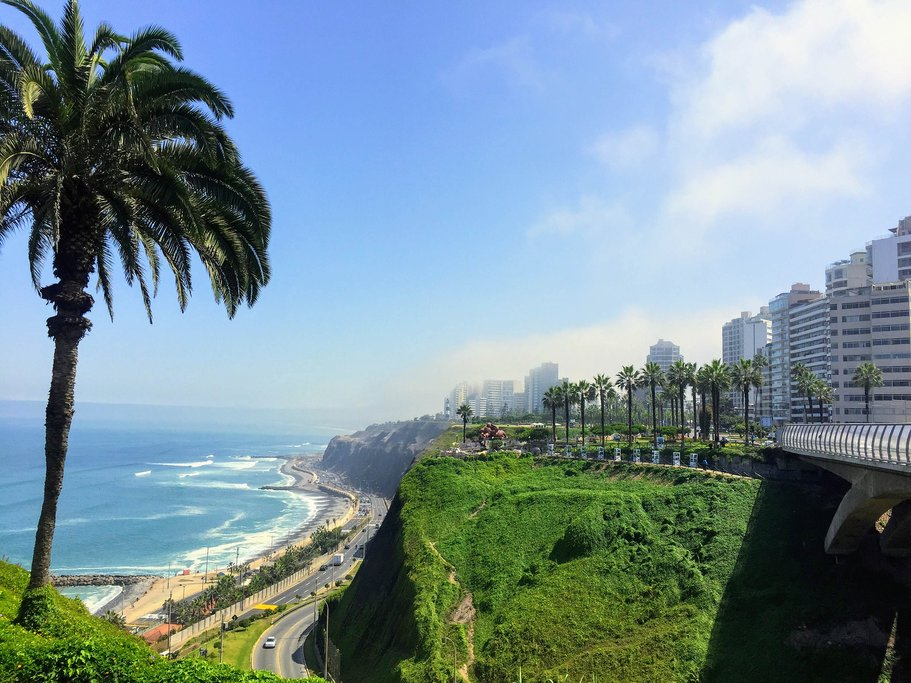 Miraflores Boardwalk overlooking South Pacific, Lima, Peru