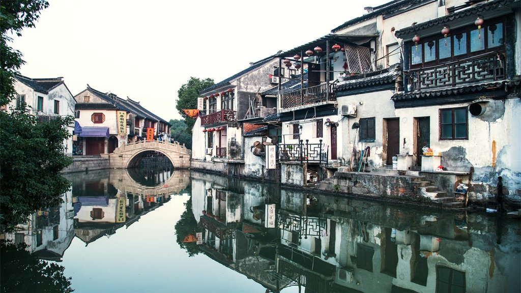 Known for its system of canals, Tongli is a town on the outskirts of Suzhou
