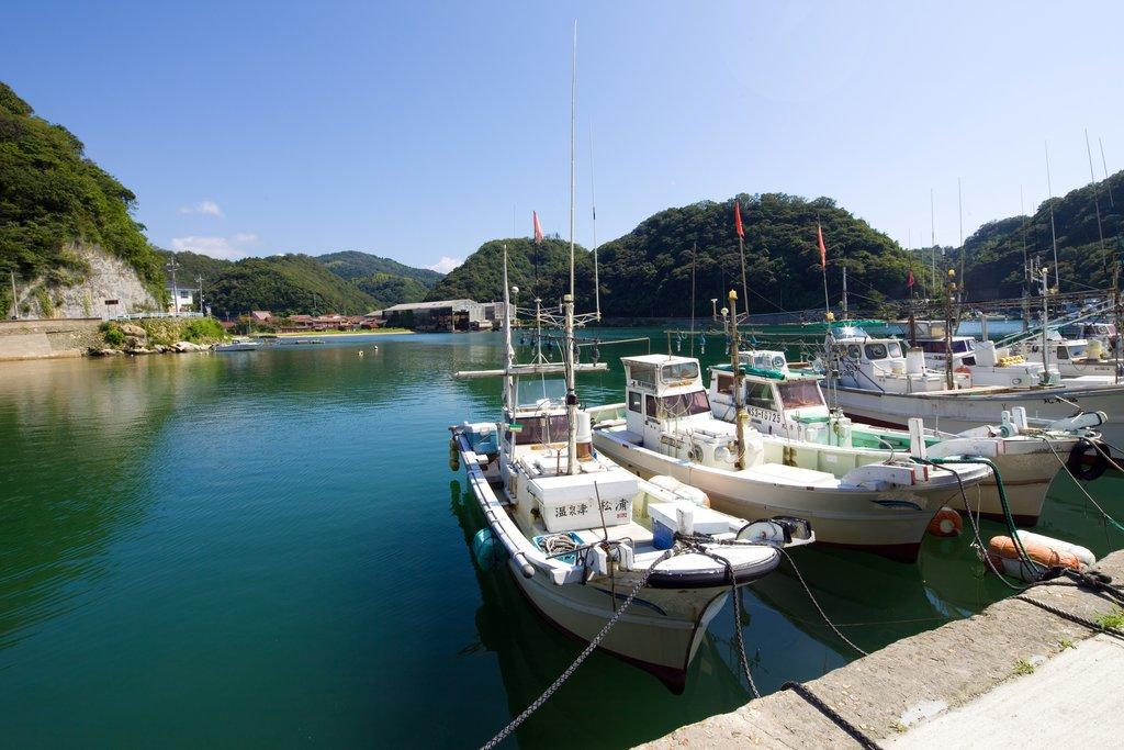 Boats in Yunotsu, Photo Courtesy of Izo/Shutterstock