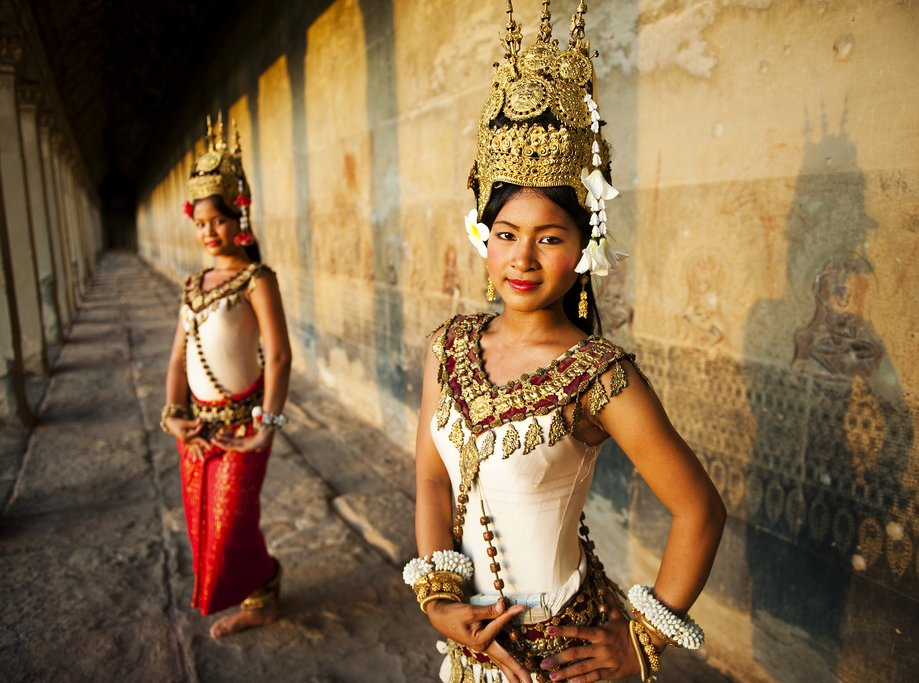 Enjoy a traditional Apsara dance performance