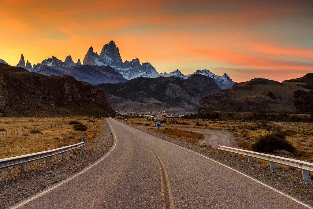 Sunset on the way into El Chaltén