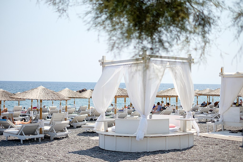 No shortage of lounge chairs on Kamari beach