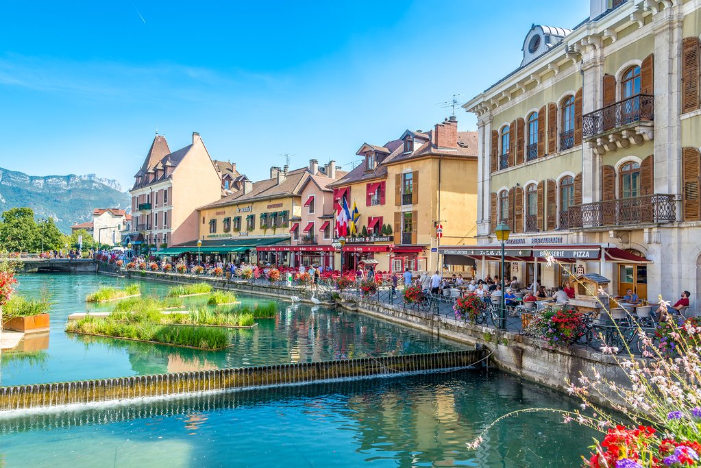 The canals and streets of Annecy