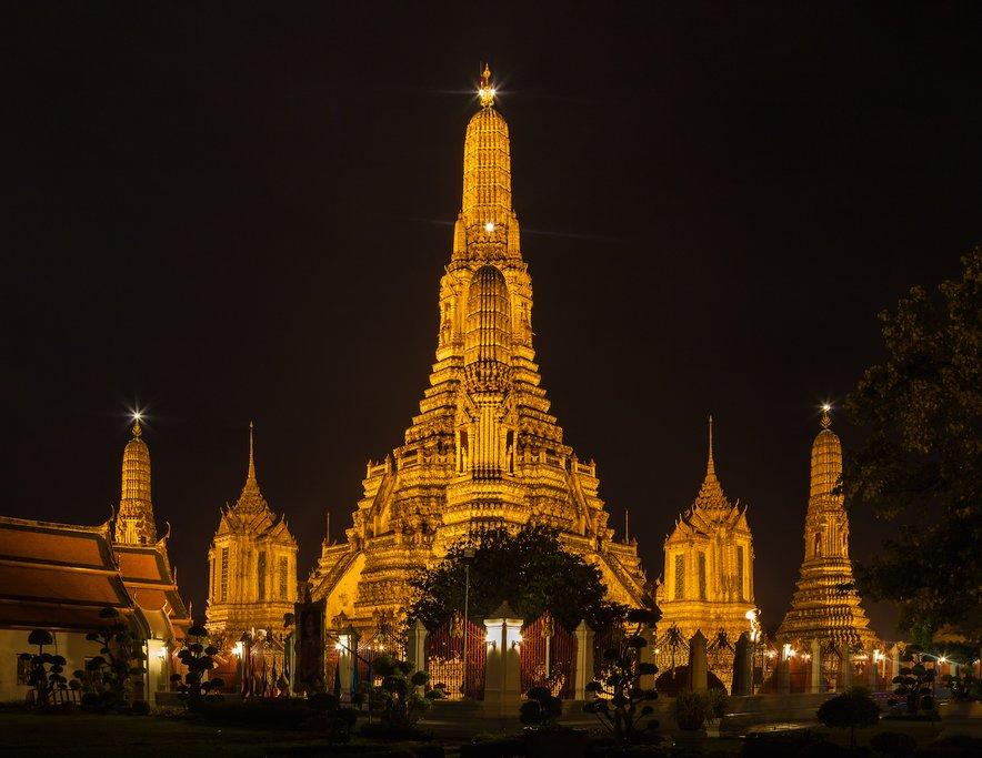 Wat Arun Temple at night