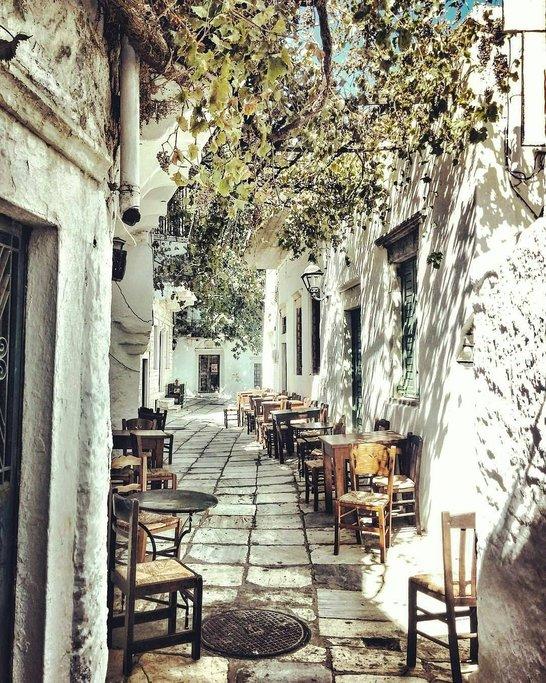 Meandering steps in Apiranthos village