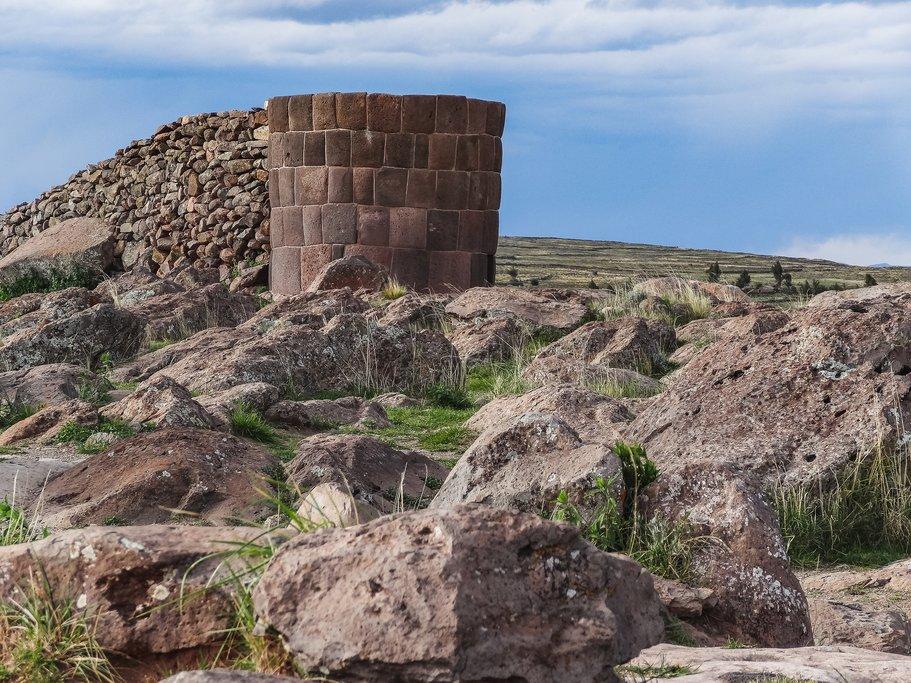 Round stone tombs