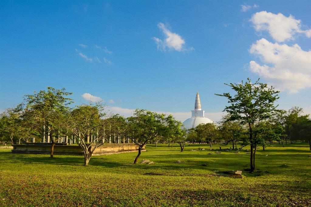 Sri Lanka - Anuradhapura - Ruwanweli Saya Dagoba