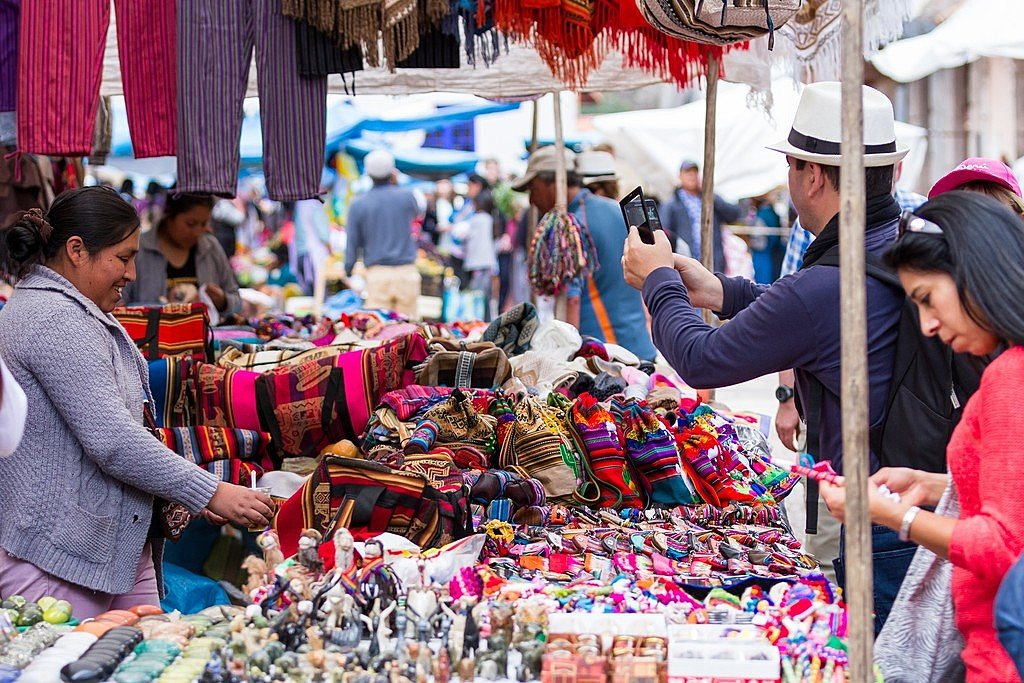 Shopping in the market in Pisac