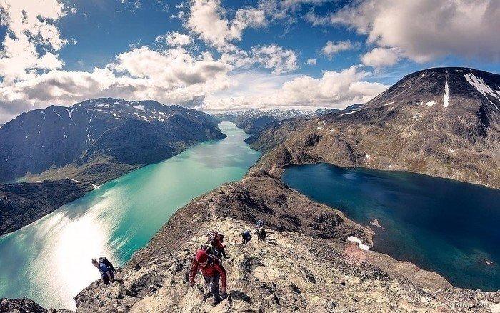 View from the top including Norway's tallest peak: Galhøpiggen
