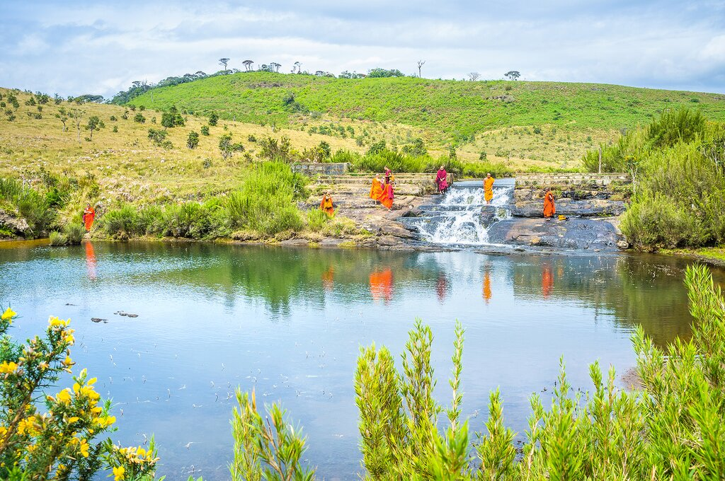 Buddhist monks on the banks of the Belihuloya River