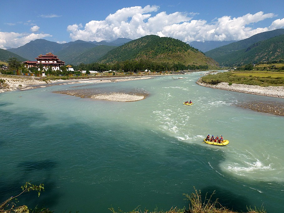 Rafting in the Punakha Valley