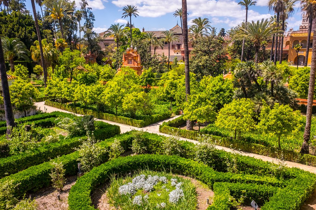The well-manicured gardens of the Alcázar