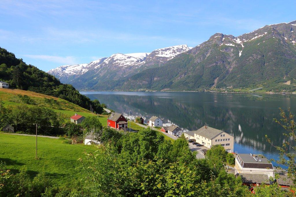 Explore villages along the Hardangerfjord