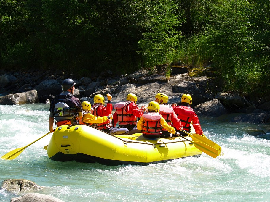 Raft class III-IV rapids