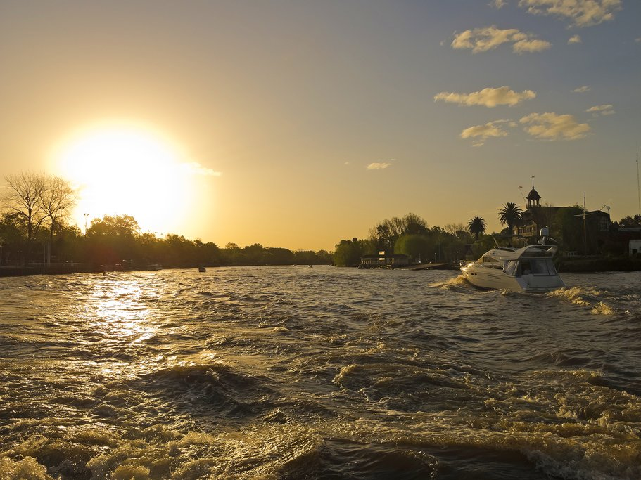 Enjoy a private sailing tour in Buenos Aires
