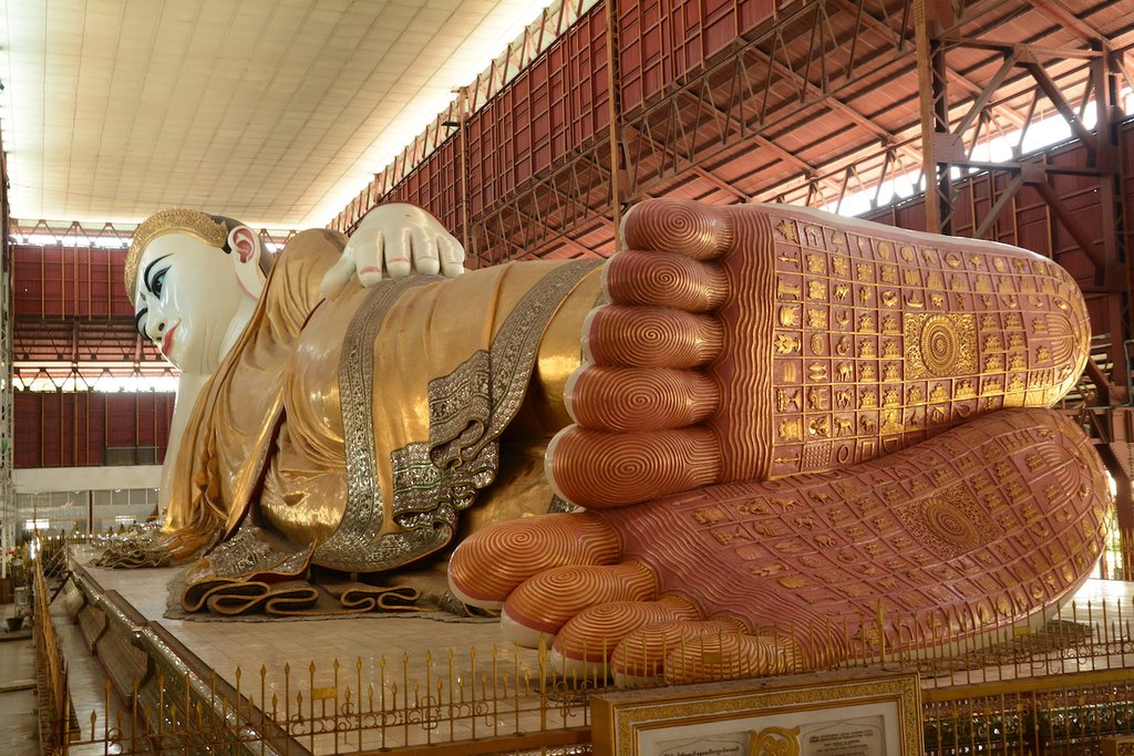 Reclining Buddha in Chaukhtatgyi Pagoda