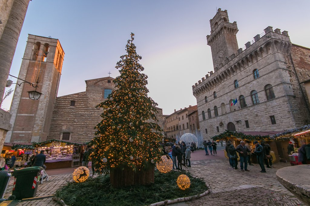 Christmas decorations in Montepulciano