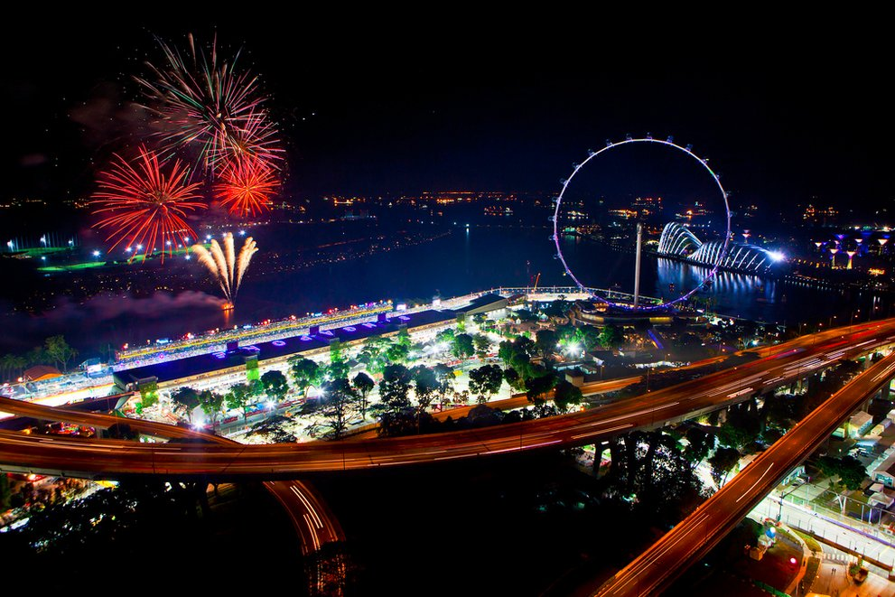 Singapore shines bright at night | Singapore Flyer
