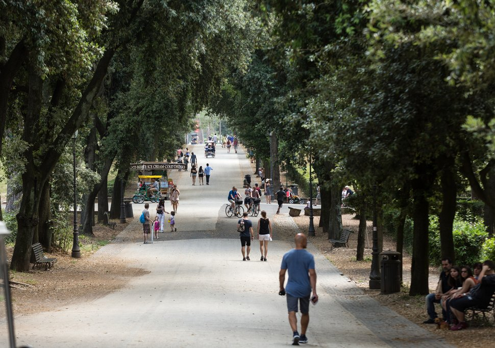 Walking path in Borghese Gardens