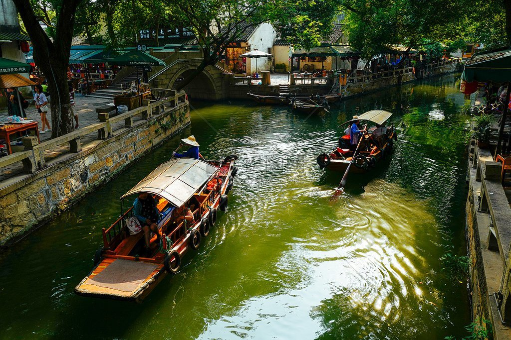 Tongli is one of the most photogenic places in all of China