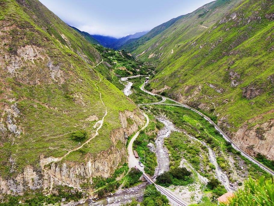 Devil's Nose train route through the mountains