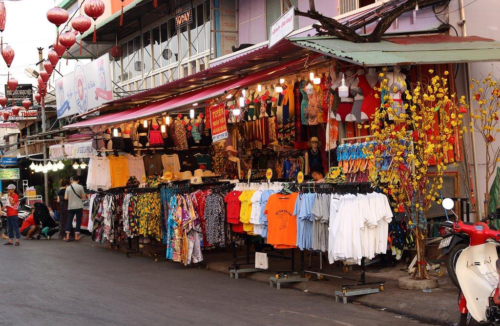 Duong Dong Market,