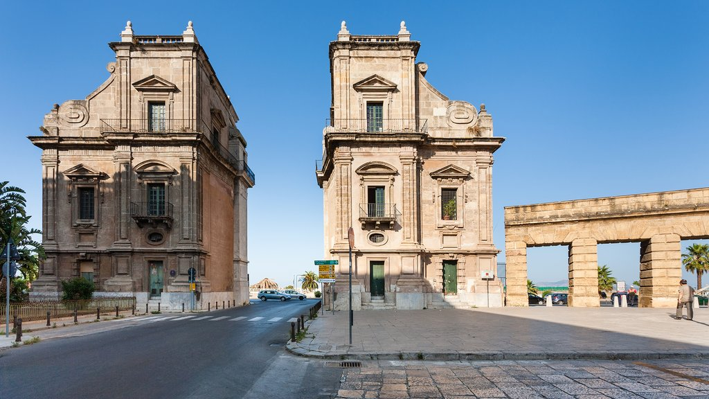 Palermo's Porta Felice is an impressive baroque gate in La Cala
