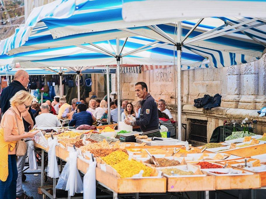 Ortygia street market