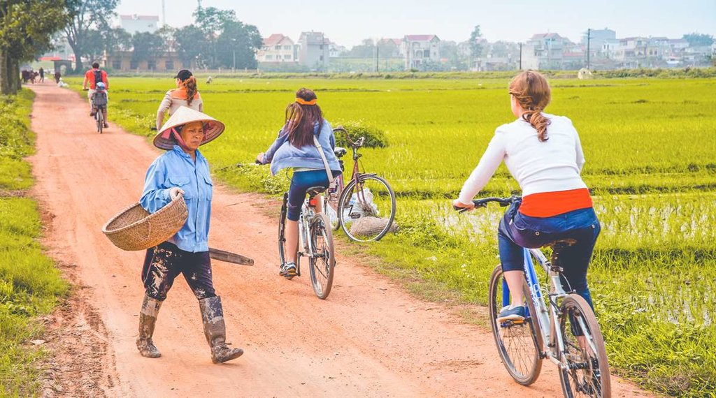 See the Hanoi countryside by bicycle