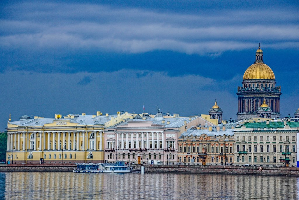 The unforgettable Palace Embarkment in St. Petersburg - Photo by Mario & Debbie
