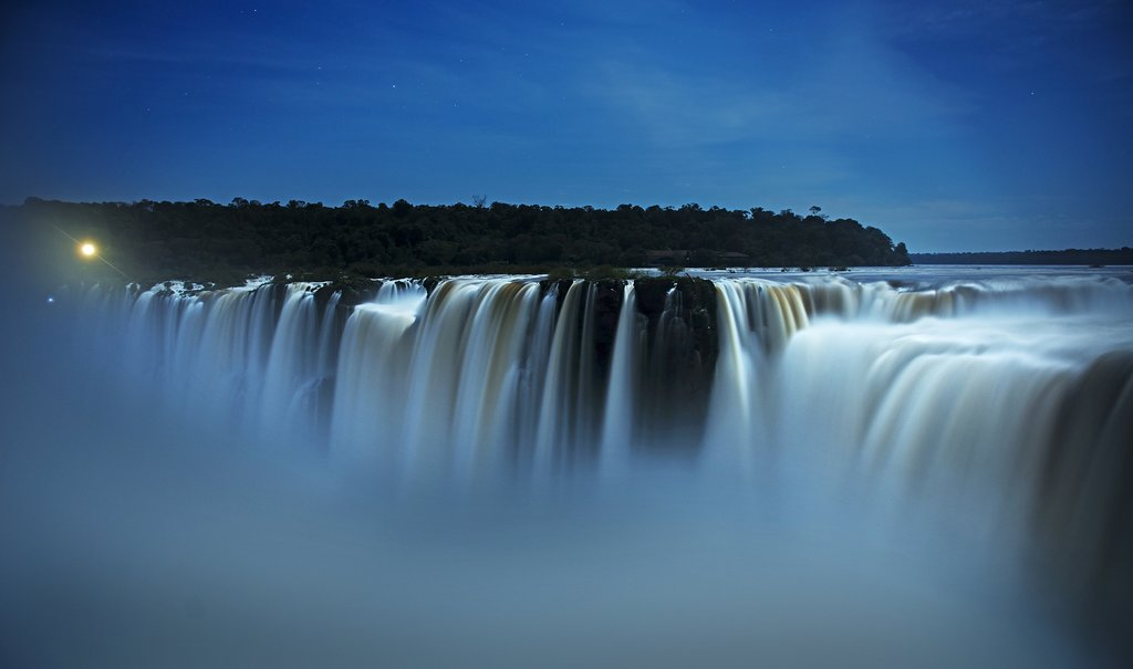 Iguazú under the moonlight