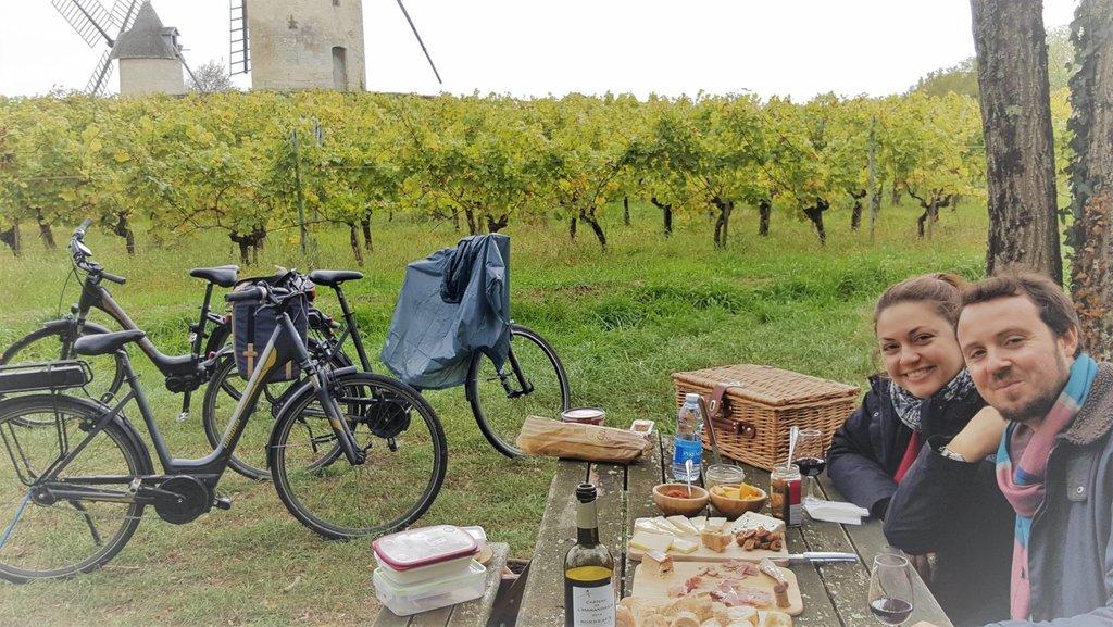 Picnic lunch in Saint-Emilion vineyards
