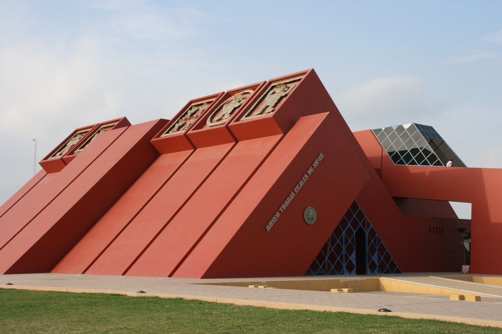 Royal Tombs Museum, which represents the style of Moche pyramids