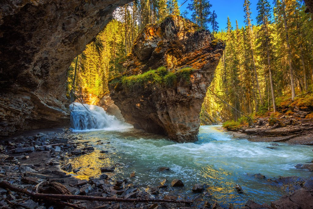 Johnston Canyon Upper and Lower Falls trail