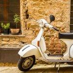 Day Trip: Tuscany by Vespa
