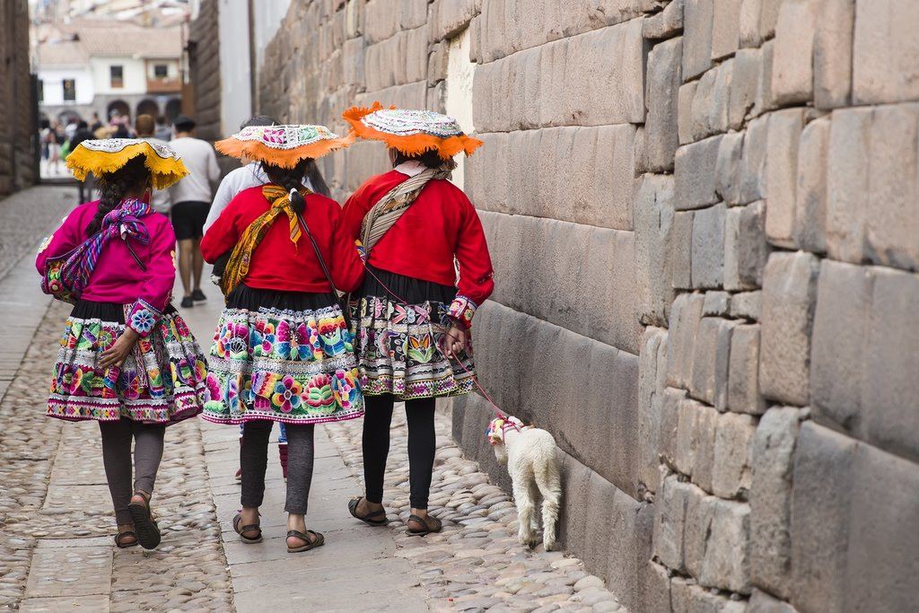 Women in colorful traditional clothing in Cusco