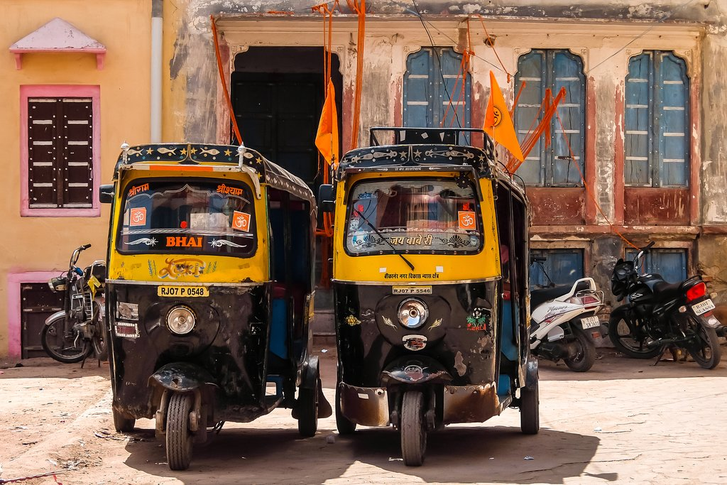 Explore the historic city of Bikaner on the edge of the Thar Desert