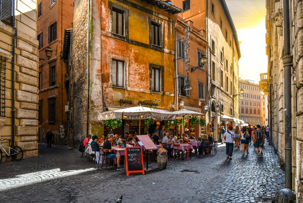 Sightseeing on the ancient streets of Rome