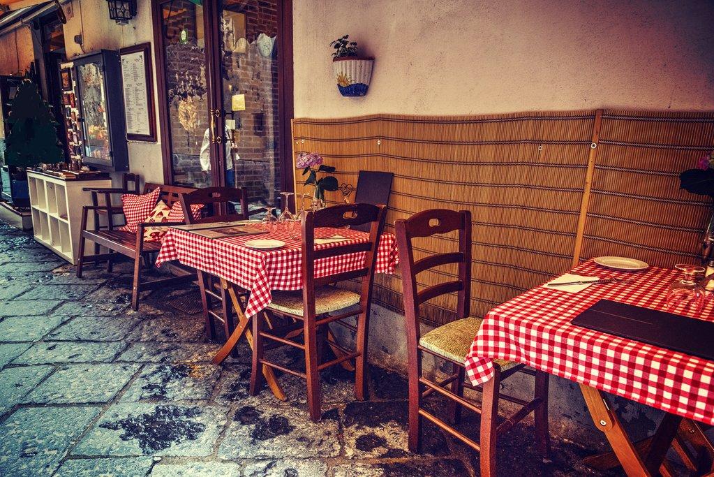 Cozy street side cafe in Sorrento