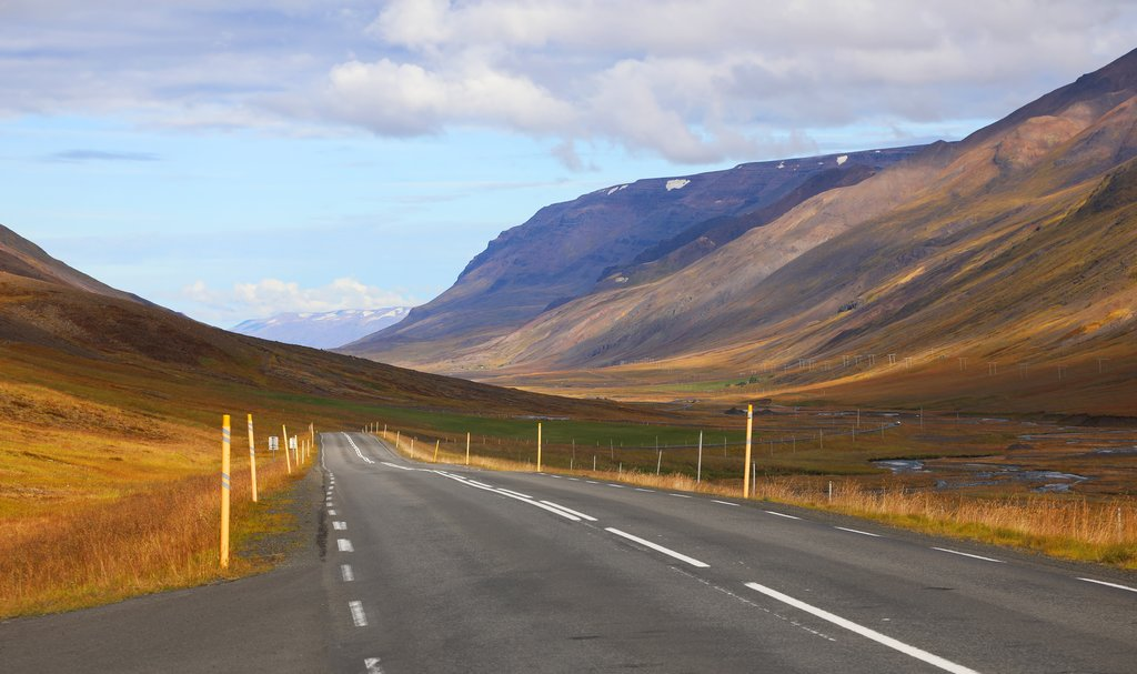 Few cars and plenty of scenery on the drive to Akureyri