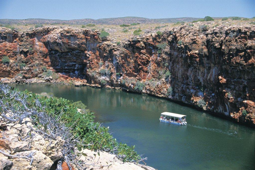 Cruise through Yardie Creek