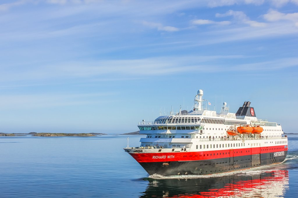 Have breakfast on the Hurtigruten as you pull into Florø