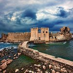 Castles & Voidokilia Beach Photo Tour in Messenia