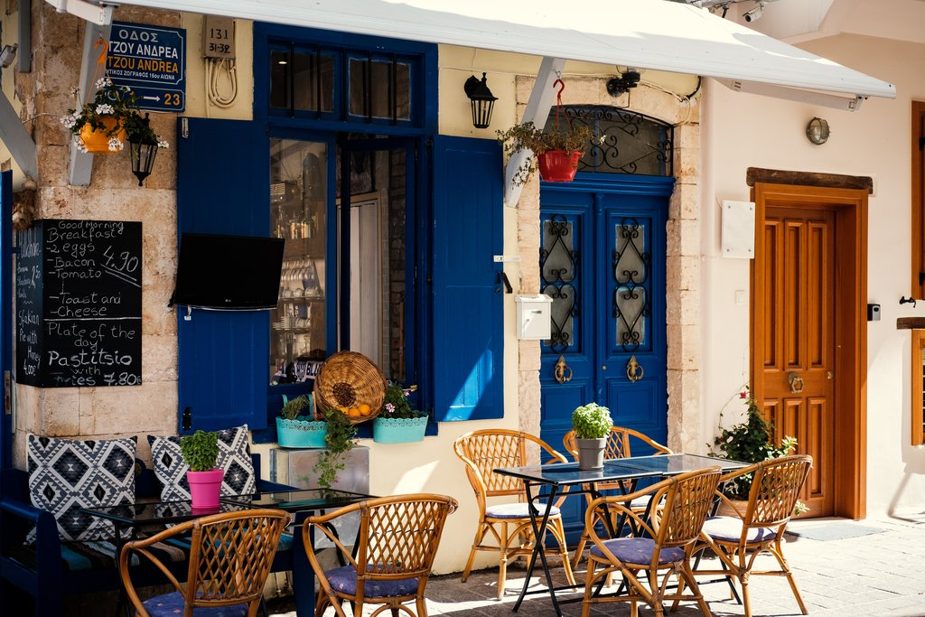 Outdoor dining in Chania