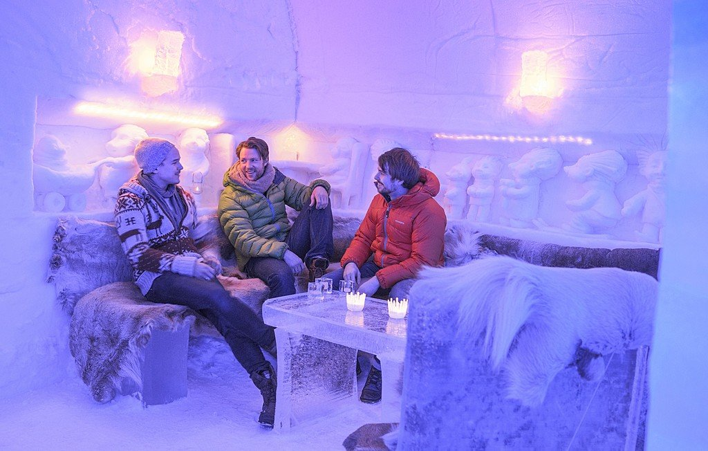 Cocktails in the ice hotel's lounge